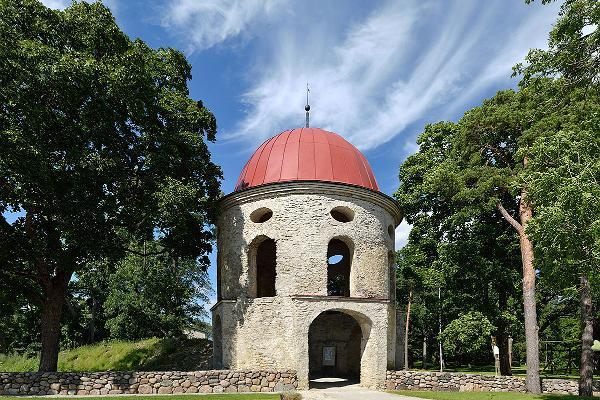 Gate tower of Sutlema Manor