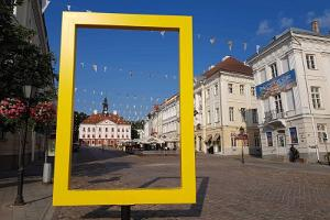 Discover Tartu and Tartu County with E-Turist, yellow frame in Tartu