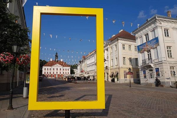 Discover Tartu and Tartu County with E-Turist, yellow frame in Tartu