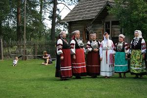 Experience tour of Southern Estonia and Setomaa, Setos in folk costumes singing in a traditional singing style (leelo)