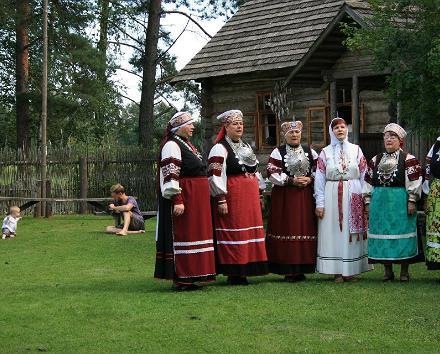 Egenhands biltur från Lahemaa till Tartu genom Sibulatee (Lökvägen): Estniska Folkets Museum