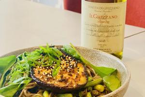 Buchweizennudeln und geröstete Aubergine mit Miso-Sauce