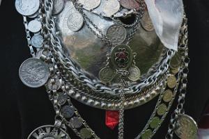 Silberschmuck einer Seto-Frau