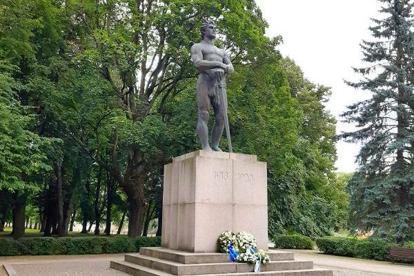 Vabaduse puiestiku pargis asuv Vabadussõja monument