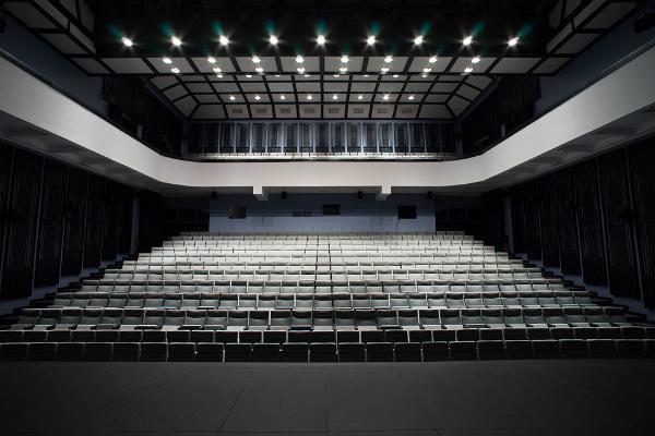 Paides mūzikas un teātra nama zāles