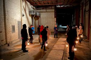 Guided tour of Murru Prison with lanterns
