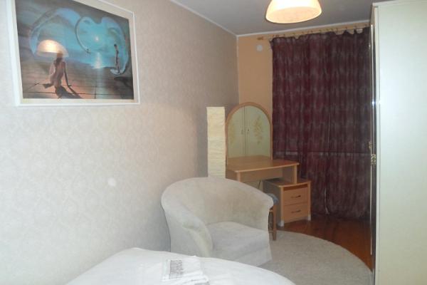Rogosi külaliskorteri laia voodiga magamistuba, guest apartment double bed room