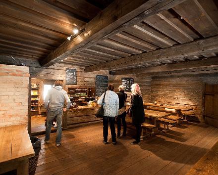Tallinna vanalinna pühade ekskursioon ja martsipanist trühvlite valmistamise töötuba
