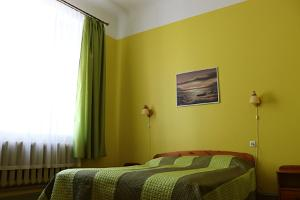 Double room with private bathroom - large bed, Hostel Lõuna