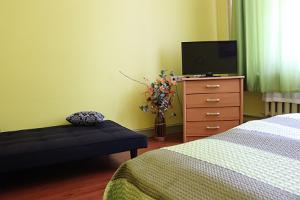 Double room with private bathroom - tv and extra bed, Hostel Lõuna
