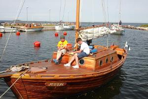 Merereisid puidust purjelaev Juuliaga Roograhu sadamast