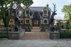 Pubi Scottish House