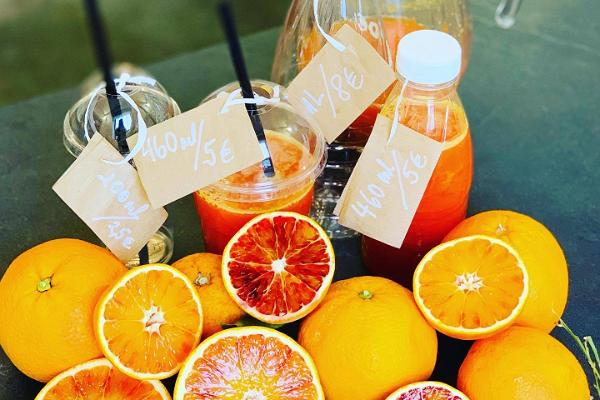 Oranges and freshly squeezed juices