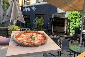Italienische Pizza auf der Terrasse des MyItaly-Speisestudio