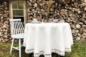 Round linen tablecloth with lace