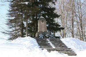 Mälestussammas Vabadussõjas langenutele talvel