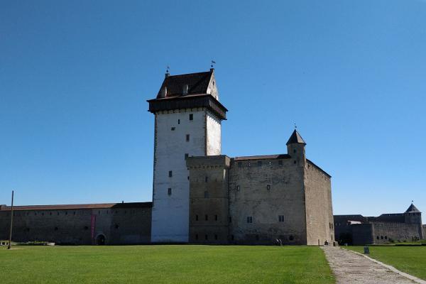 Tagesausflug mit Führer östlich von Tallinn bis zur Staatsgrenze und zurück