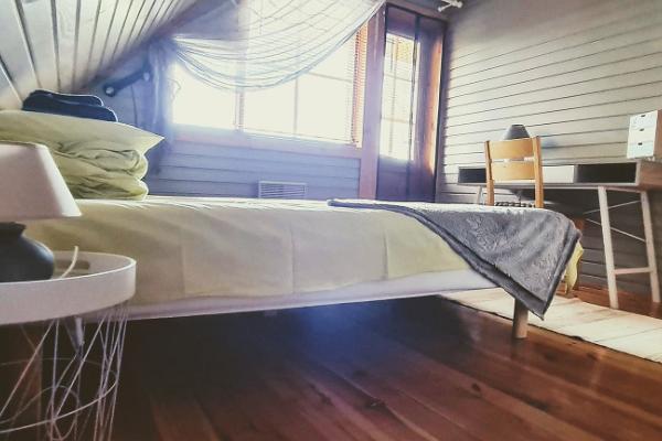 Lombi Holiday House, grey room