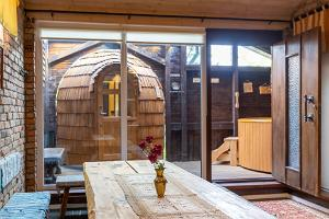 Igloo sauna and hot tub at Hansatall, antechamber for up to 12 people