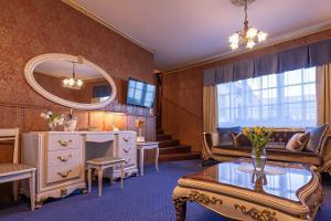 Hansahotellin romantiikkapaketin suuri huone
