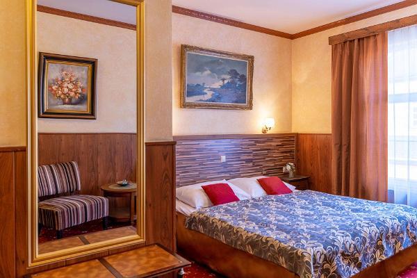 Hansa Hotelli romantikapakett Superior toas