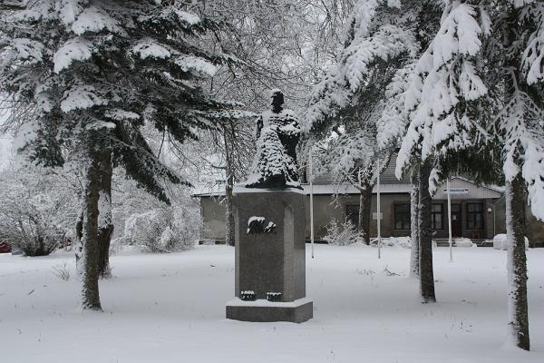 Jakob Hurda monument Otepääl, talv