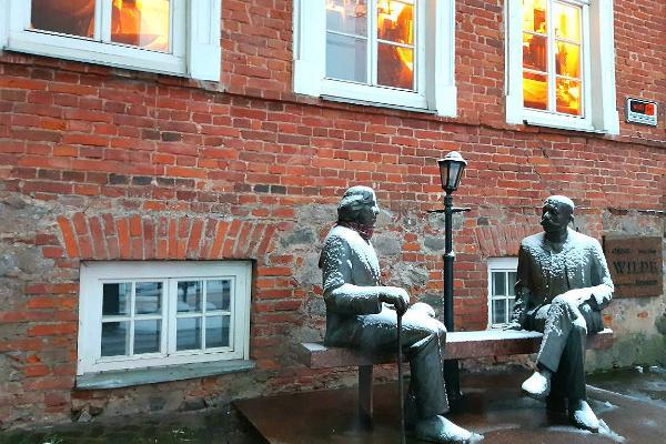 Sculpture Oscar Wilde and Eduard Vilde
