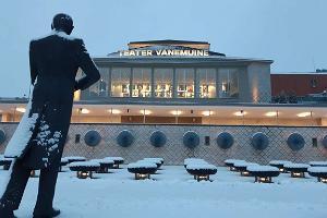 Teater Vanemuine (stora husets konferenscentrum) på vintern tillsammans med Eduard Tubin