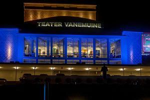 Teater Vanemuine (stora husets konferenscentrum) på kvällen