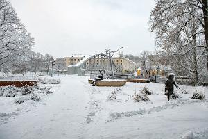 Lydia Koidula and Johann Voldemar Jannsen Memorial Square in winter