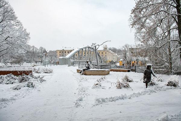 Arku tilts un Lidijas Koidulas un Johana Voldemāra Jansena piemiņas laukums