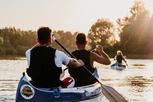 Emajõe 7 silla kanuumatk päikeselisel päeval ja kaks kanuud