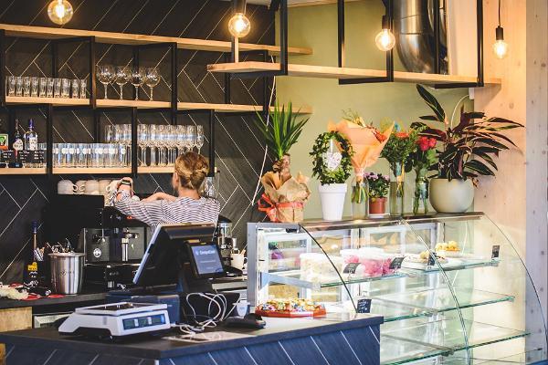 Cafe-buffet Saverna Buffik counter and interior