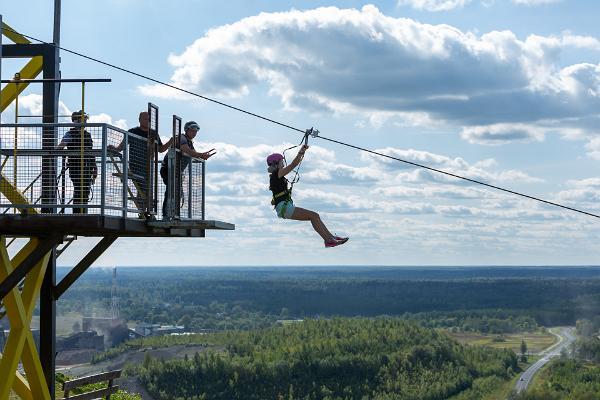 Viron pisin vaijeriliuku Kiviõlin seikkailukeskuksessa