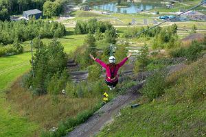 Estlands längsta repnedstigning i Kiviõli Äventyrscentrum