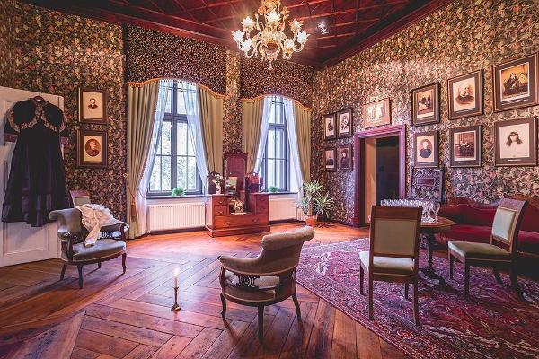 Königliches Interieur im Herrenhaus Alatskivi