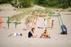 Narva-Jõesuu rand ja laste mänguväljak