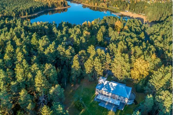 Das Motel Verevi befindet sich inmitten eines Kiefernwalds in unmittelbarer Nähe des Sees Verevi.