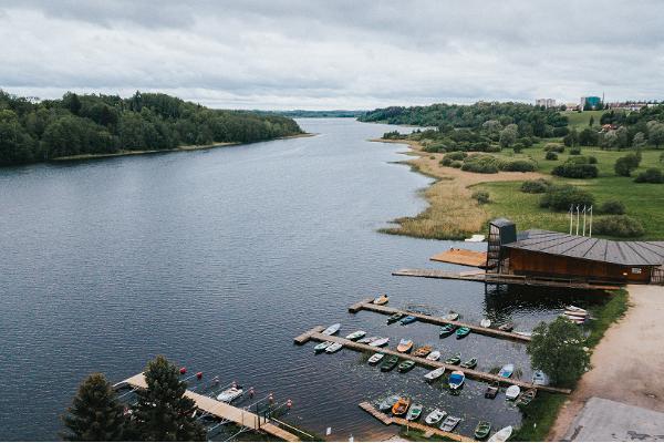 Viljandi järve äärne