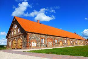 Mooste Folk House