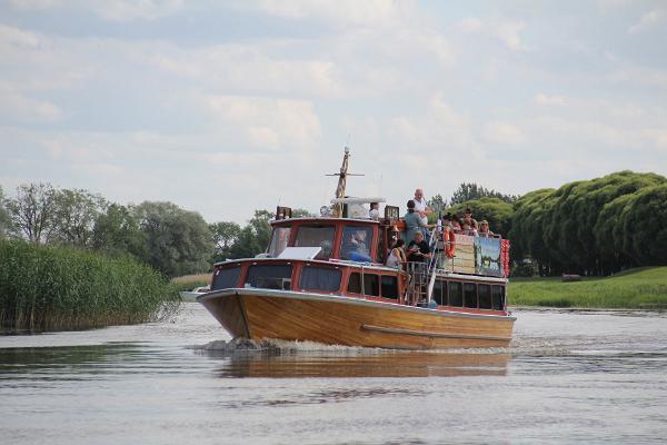 Pleasure cruises to Piirissaar onboard M/I Alfa