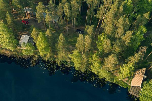 Saarjärve Puhkemaja saunamaja asukoht kõrgelt vaadates