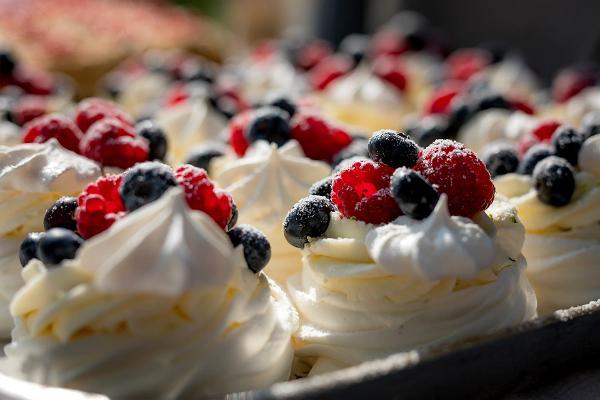 Alutagusen kunnan Kartanokahviloiden päivä kuvassa Pavlova-kakku