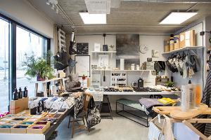 """Design- och presentbutiken """"Kolme Karu Kaubamaja"""" (""""Tre Björnars Varuhus"""")"""