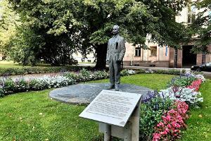 Peeter-Põld-Denkmal