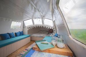 Accommodation in a sauna boat on Lake Peipus: the romantic interior of the sauna boat MesiSpa