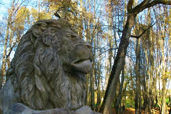 Luke herrgårds lejonstatyer