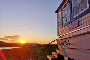 Elämysmajoitus venetalossa Peipsin järven rannalla