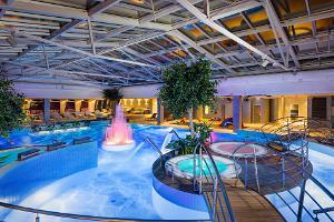 Im Geschäfts- und Freizeitzentrum Kvartal liegt das V Spa-Hotel mit einem unvergleichbaren Wasser- und Saunazentrum.