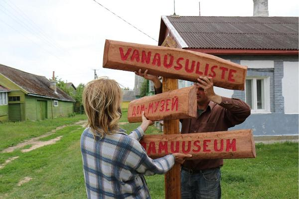 Signs leading the way to the Old Believers' House Museum on Piirissaar Island